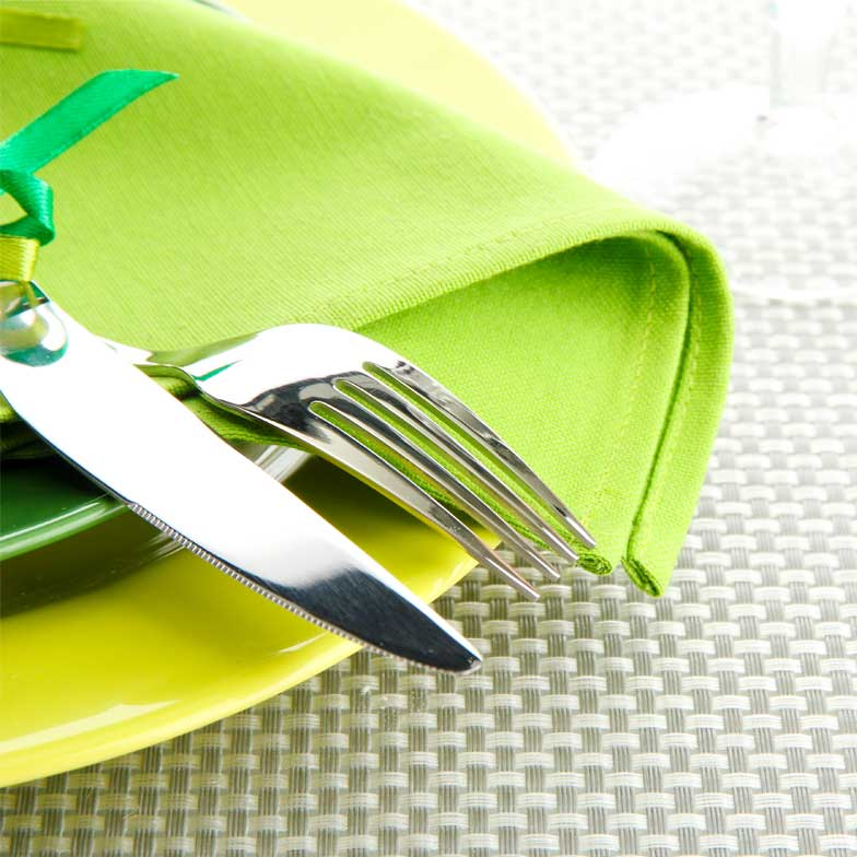 Table setting with green placemat